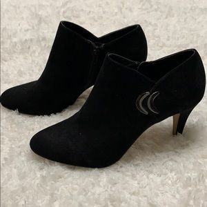 Woman's size 9.5 Black faux suede booties